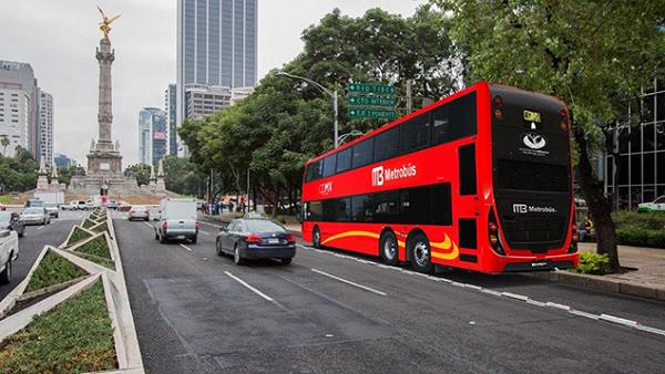 metrobus en paseo de la reforma