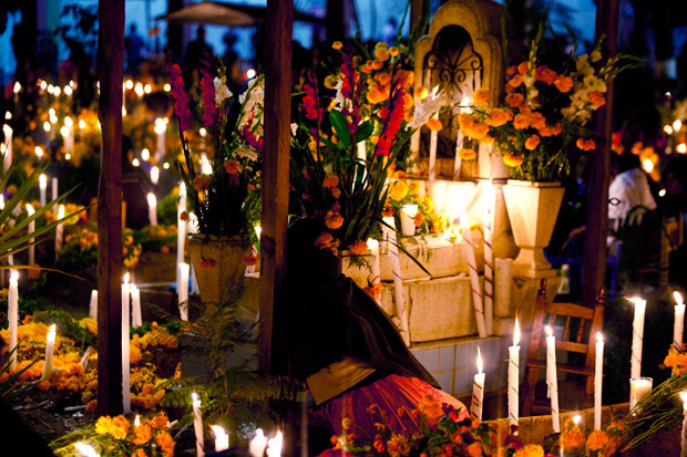 Dia de muertos ofrenda, at catacumbs