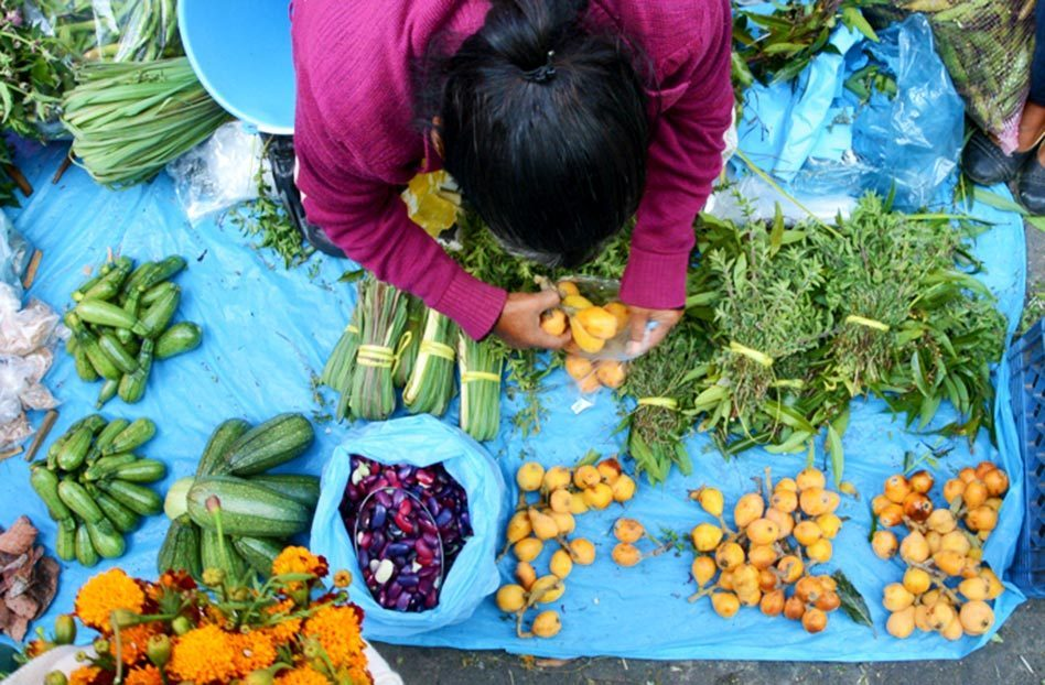 seller food in tianguis